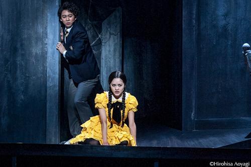 ミュージカル「アダムス ファミリー 2014」ウェンズデーとルーカスの写真